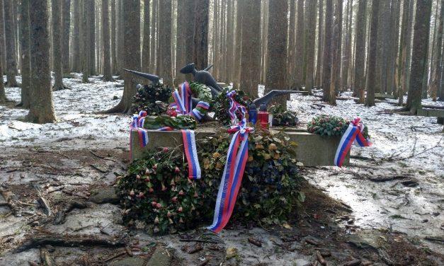 Sovražniki Pohorskega bataljona še vedno uničujejo na Osankarici